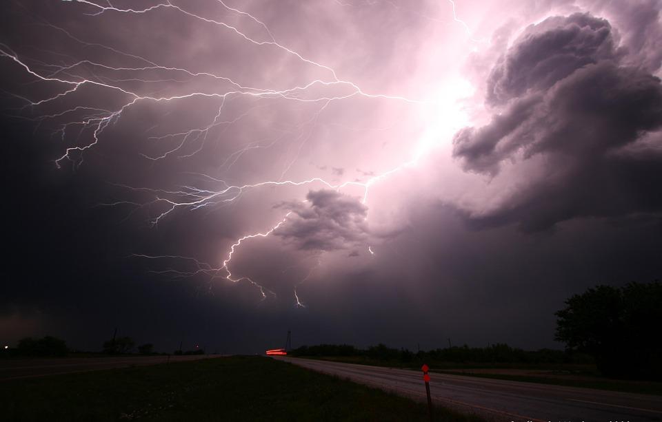 lightning-1056419_960_720.jpg